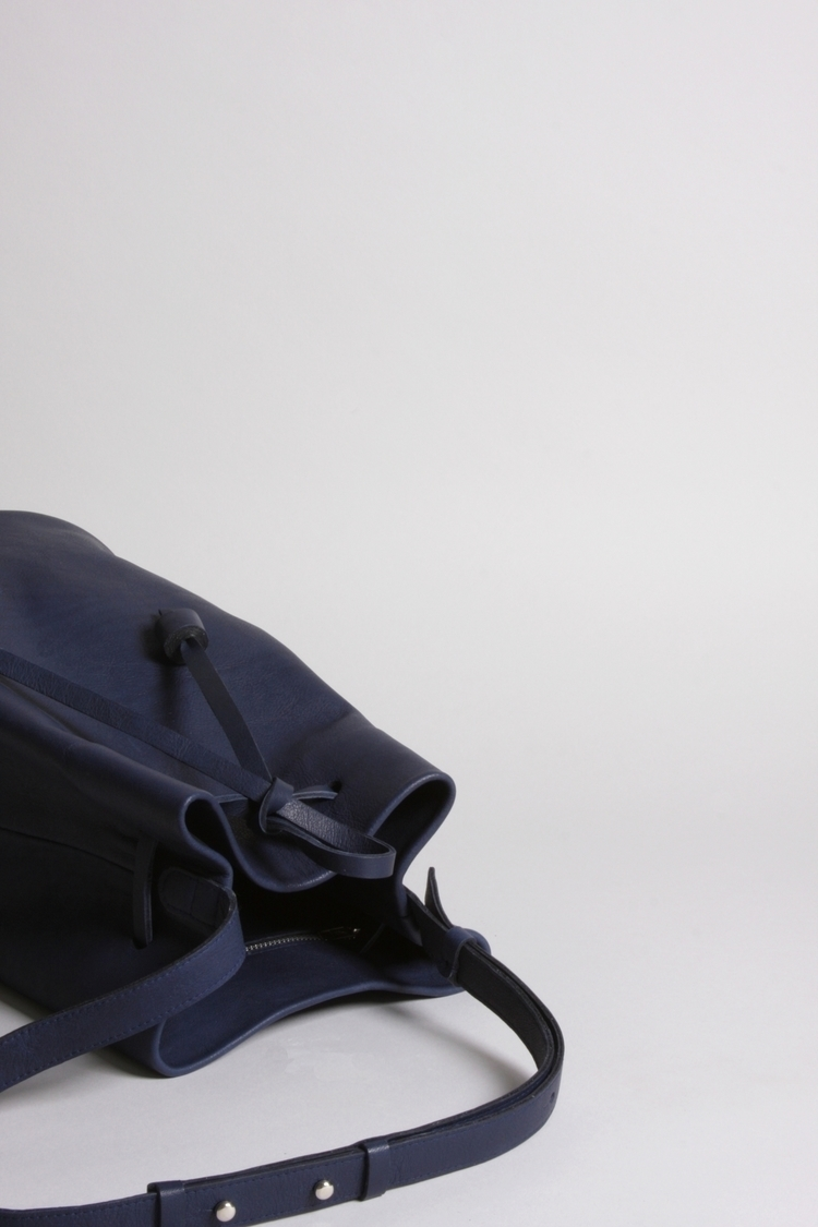 Bucket bag OTAME - navy blue. A - elevenelephant | ello
