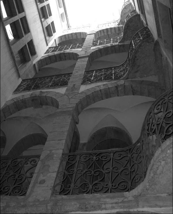 Traboules Lyon secret passagewa - legouter | ello