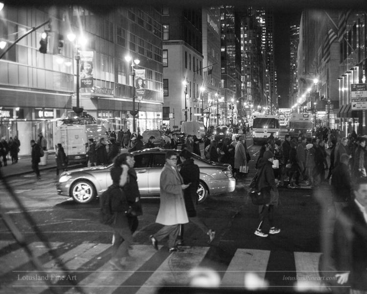 light masses pedestrians rush c - wlotus   ello