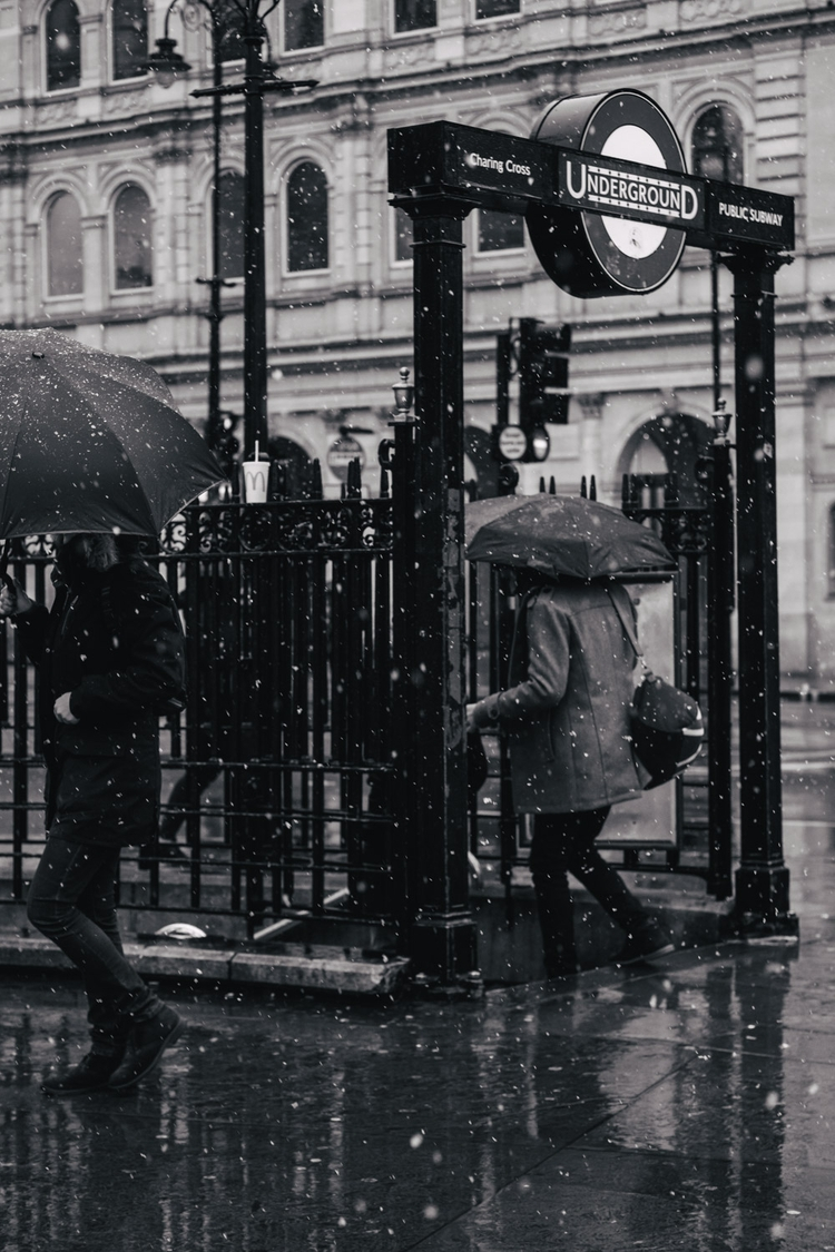 Snow Trafalgar Square. View mav - maviscw | ello