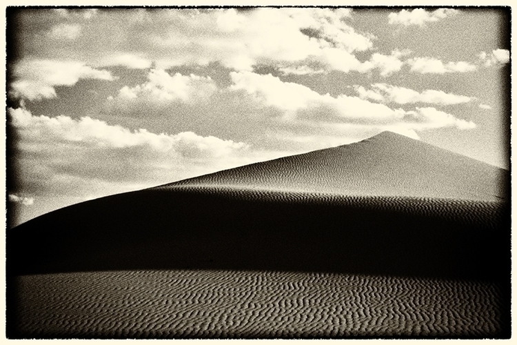 Dune, Mongolia Photographer: Pa - tajiko | ello