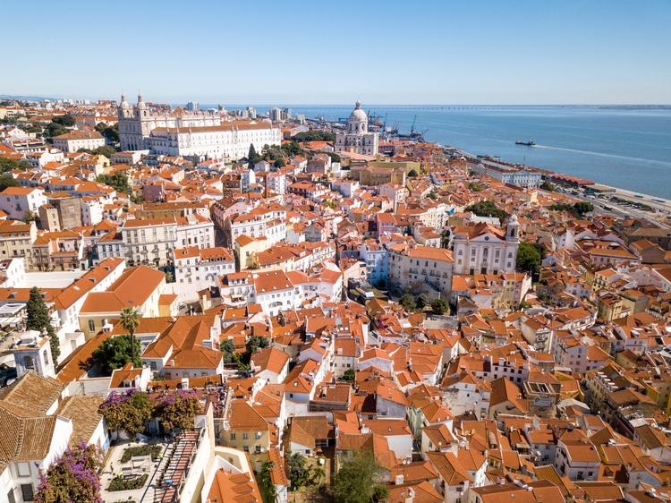 Lisbon absolutely beautiful - travel - jhollaholla | ello