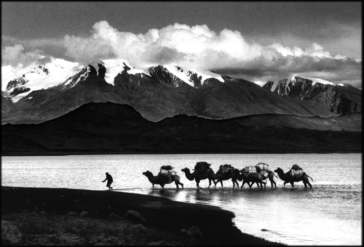 Crossing Pamir lake. Xinjiang,  - tajiko | ello