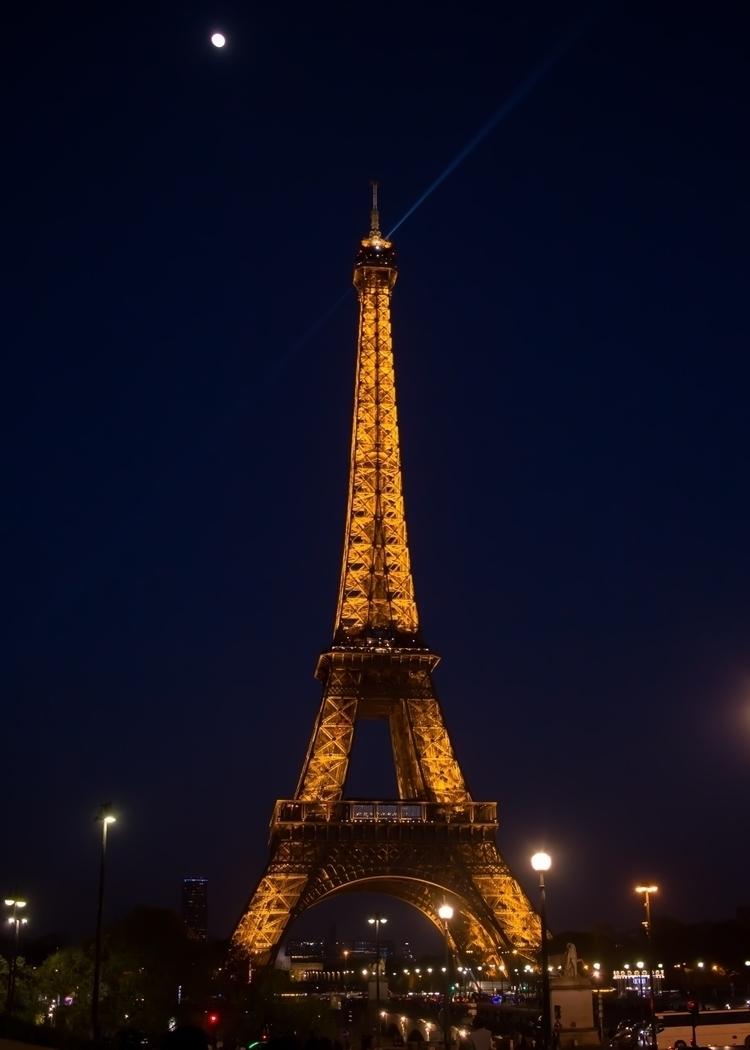 Paris, Eiffel, canon, canonme - krevant | ello