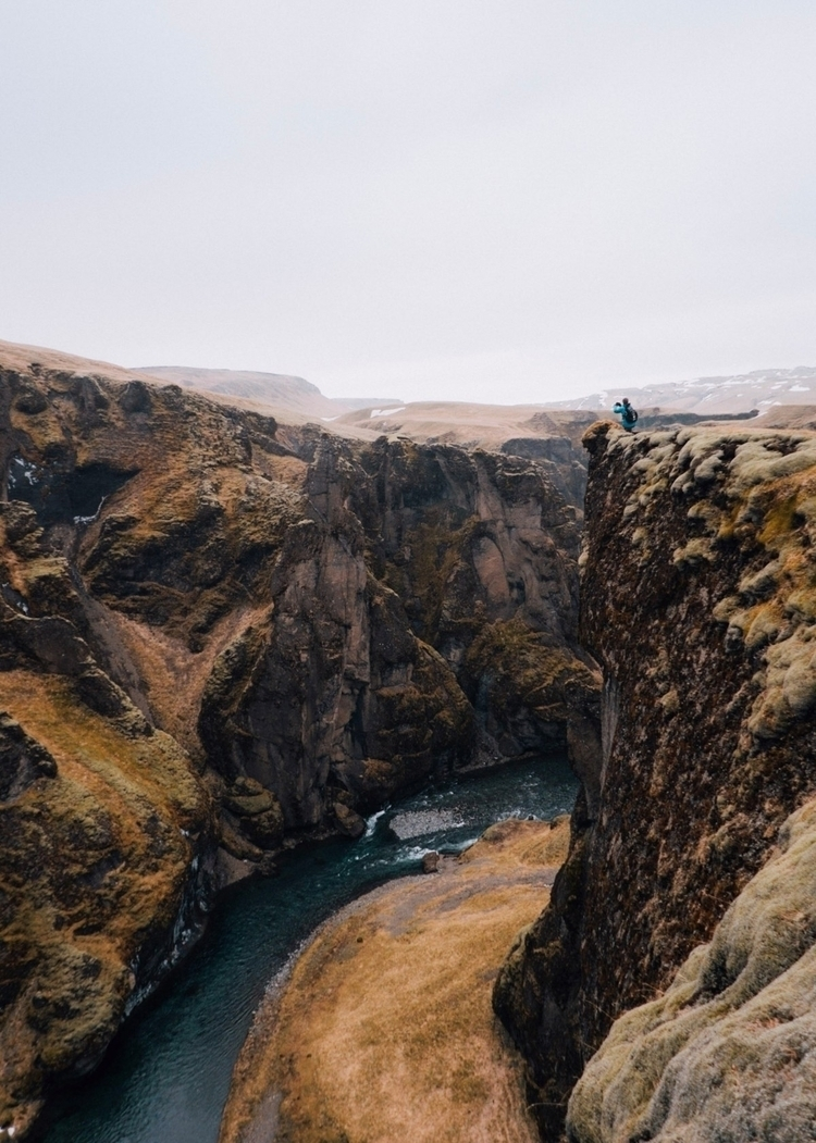 • risk stand edge - Iceland, Sonyalpha - explorewithmax   ello