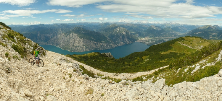 alps panorama, 2000m Lake Garda - flobe | ello
