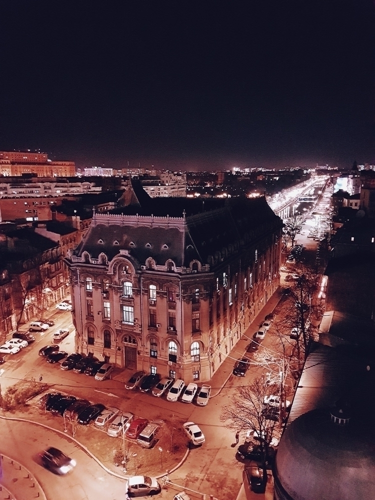 Bucharest night! good start gre - andastanciu   ello