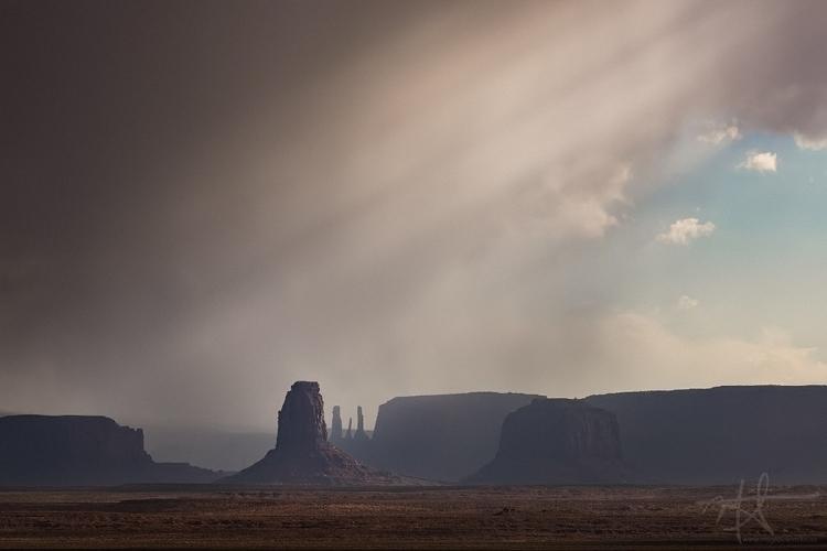 Filtered sun rays, Monument Val - mrickard5 | ello