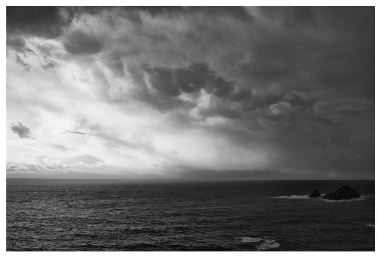 clouds foresee storm Moll Fland - guillermoalvarez | ello
