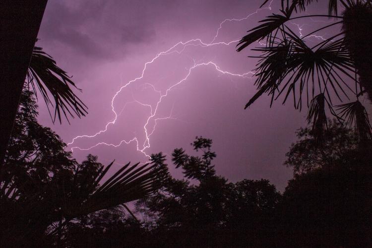 Lightning bolt - longexposure, lightning - harlin_quinn | ello
