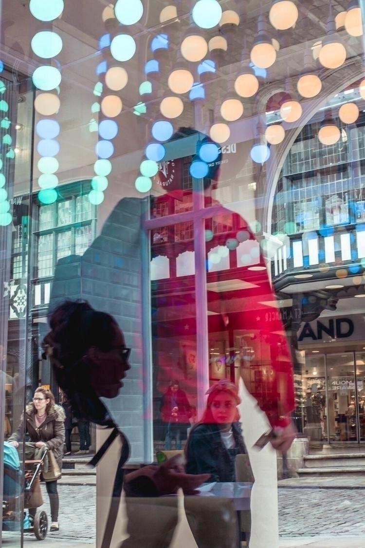 Reflection frenzy - streetphotography - markmoran | ello