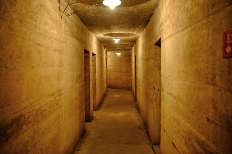 Hospital Cave auf Cat ba, Vietn - weltfarben   ello