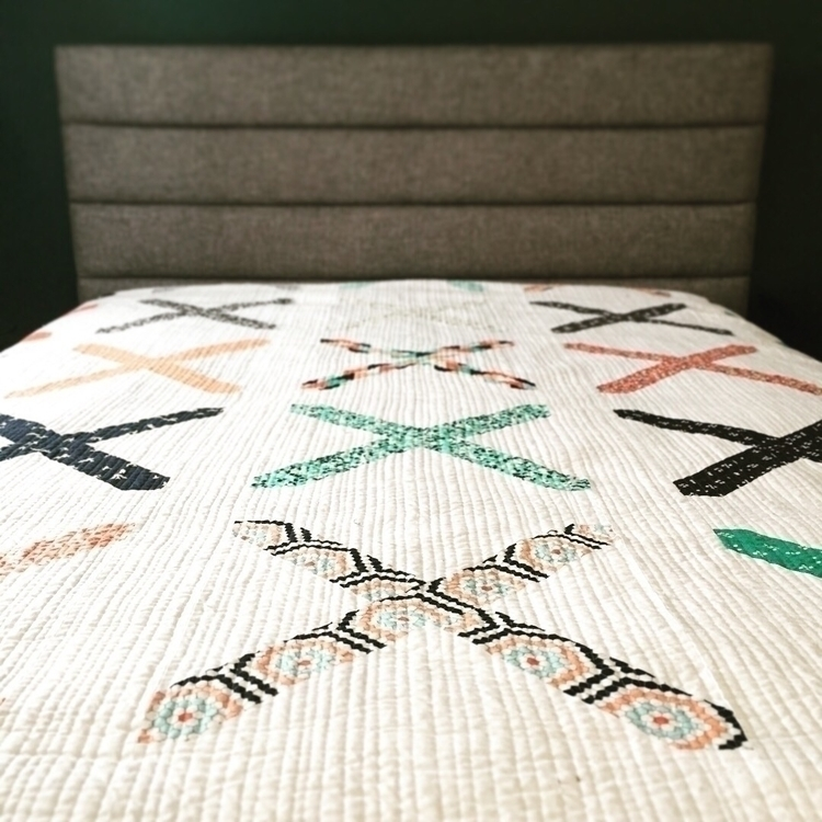 Finished queen sized quilt - modernquilt - layitonmebaby | ello