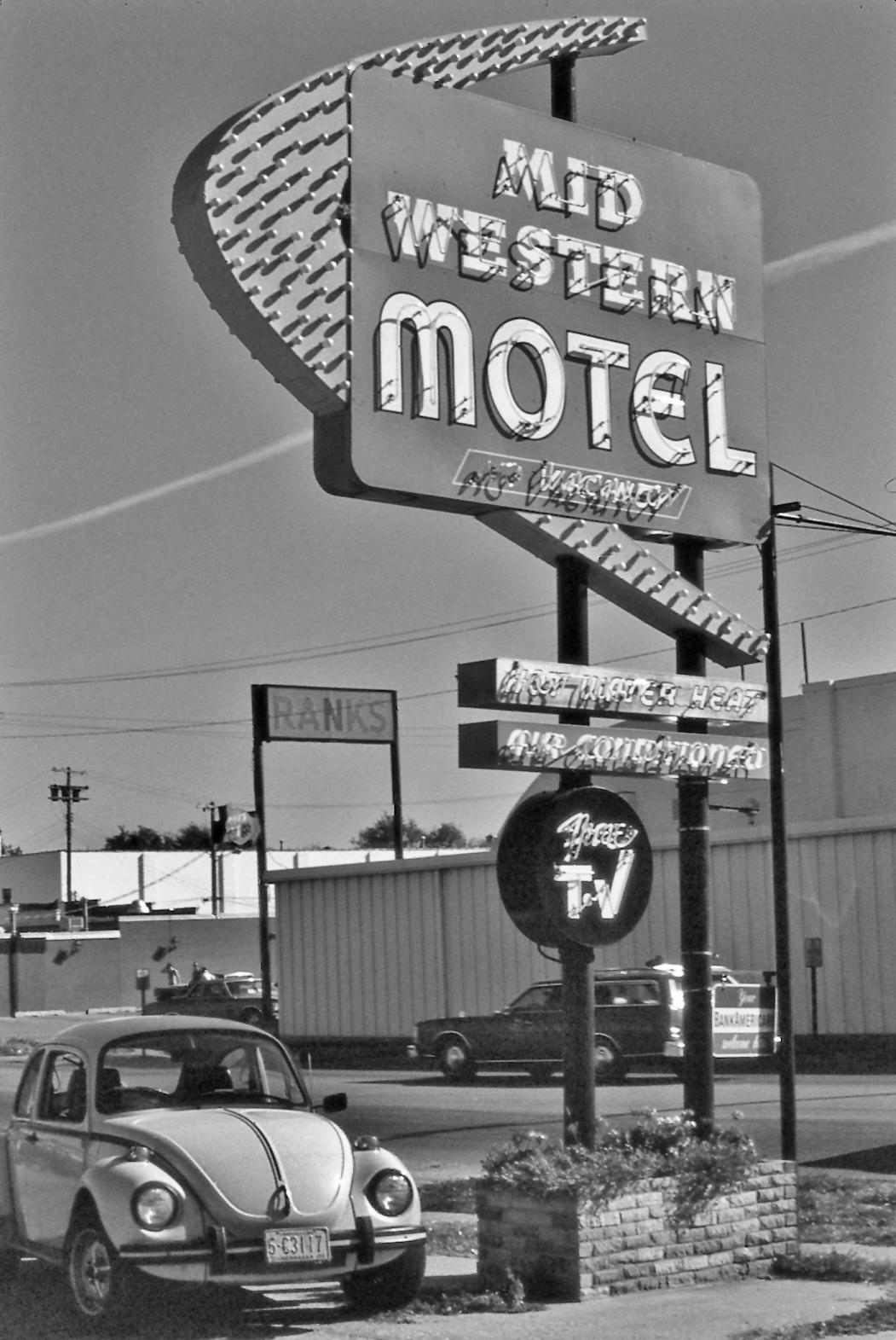 Midwestern Motel, photograph, 1 - jannelson | ello
