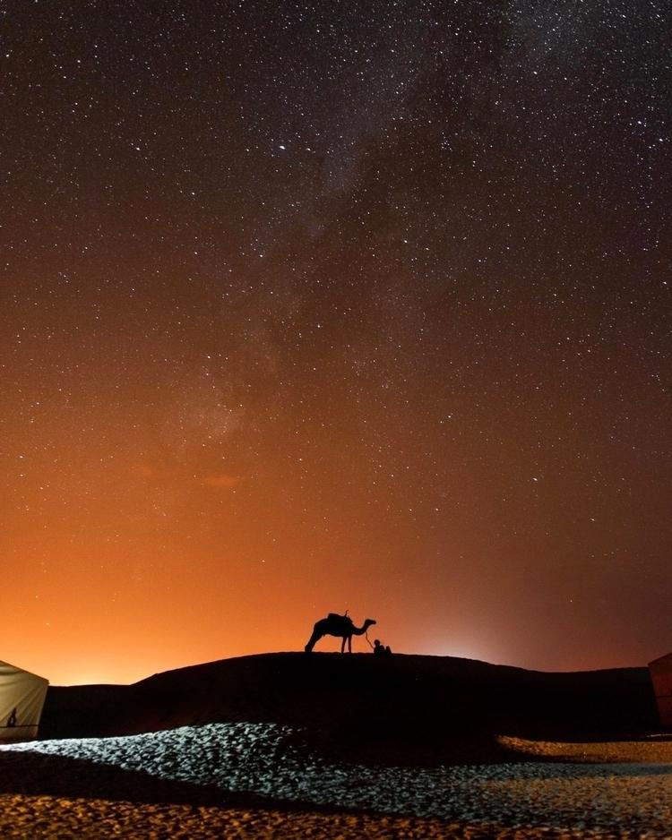 Gazing Saharan landscape. (Moro - ranielhernandez | ello