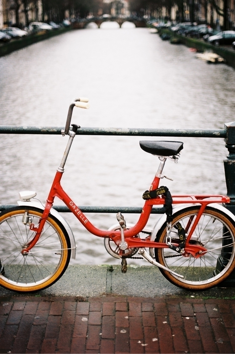 La bicyclette rouge - bike, amsterdam - kevinprst | ello