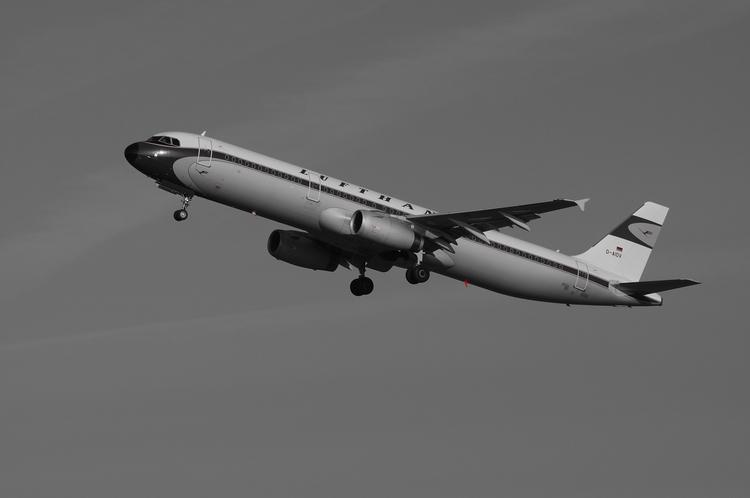 Lufthansa A321 Retro - Airbus, SchwarzWeiss - brummi | ello