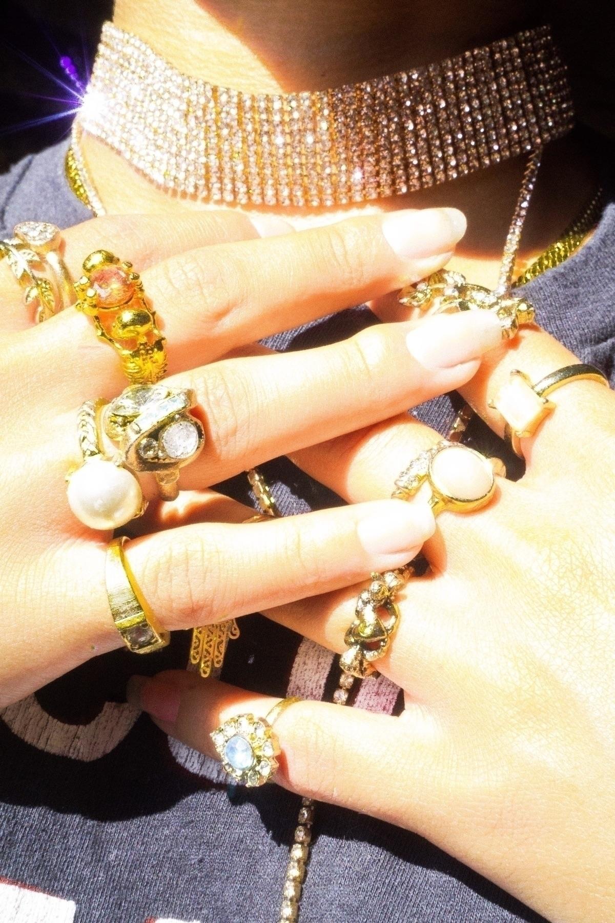 gold - fashion, fashionphotography - bullshot | ello