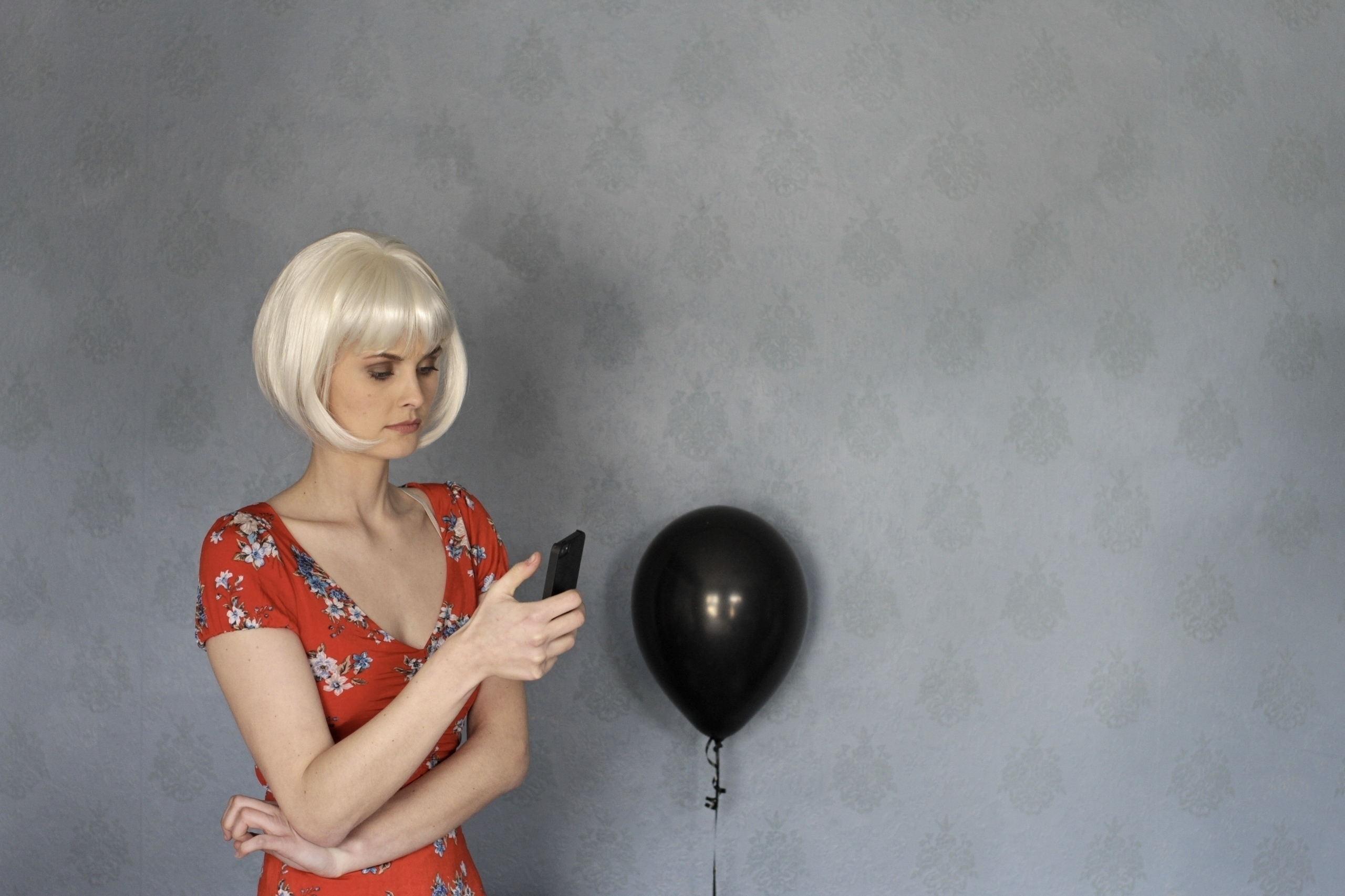 Woman mobile black balloon - st - phil_levene | ello