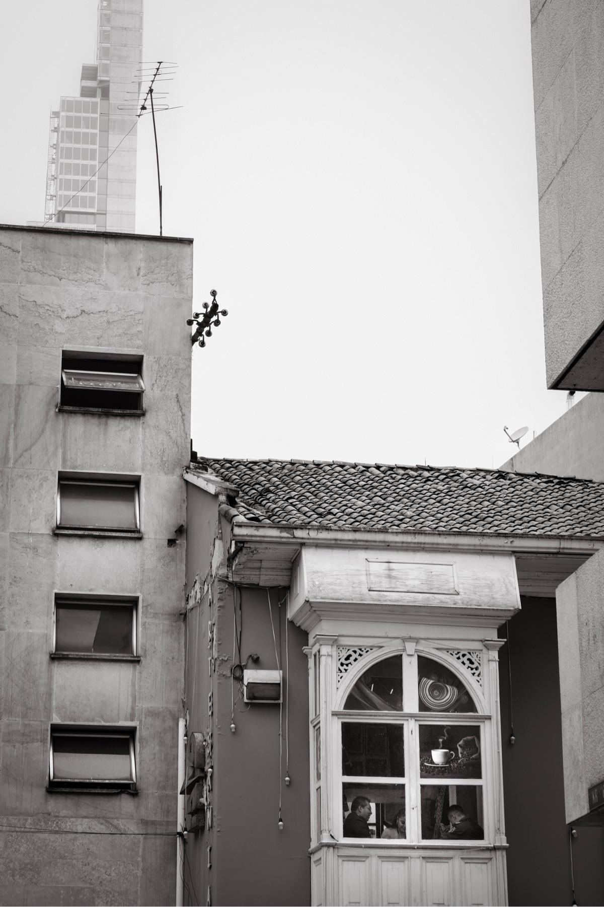 Break coffee, Bogotá - monochrome - kch | ello