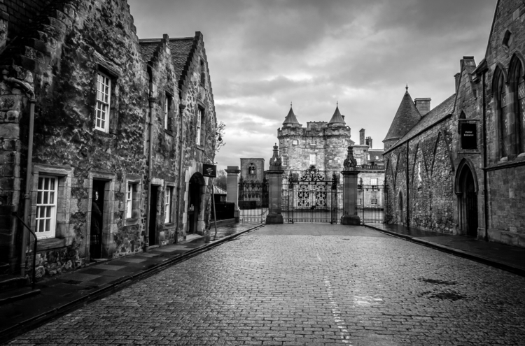 Palace Holyroodhouse Edinburgh - naebits | ello