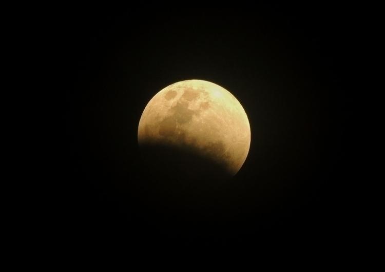 moon bled - supermoon, superbluebloodmoon - teejnavarro | ello
