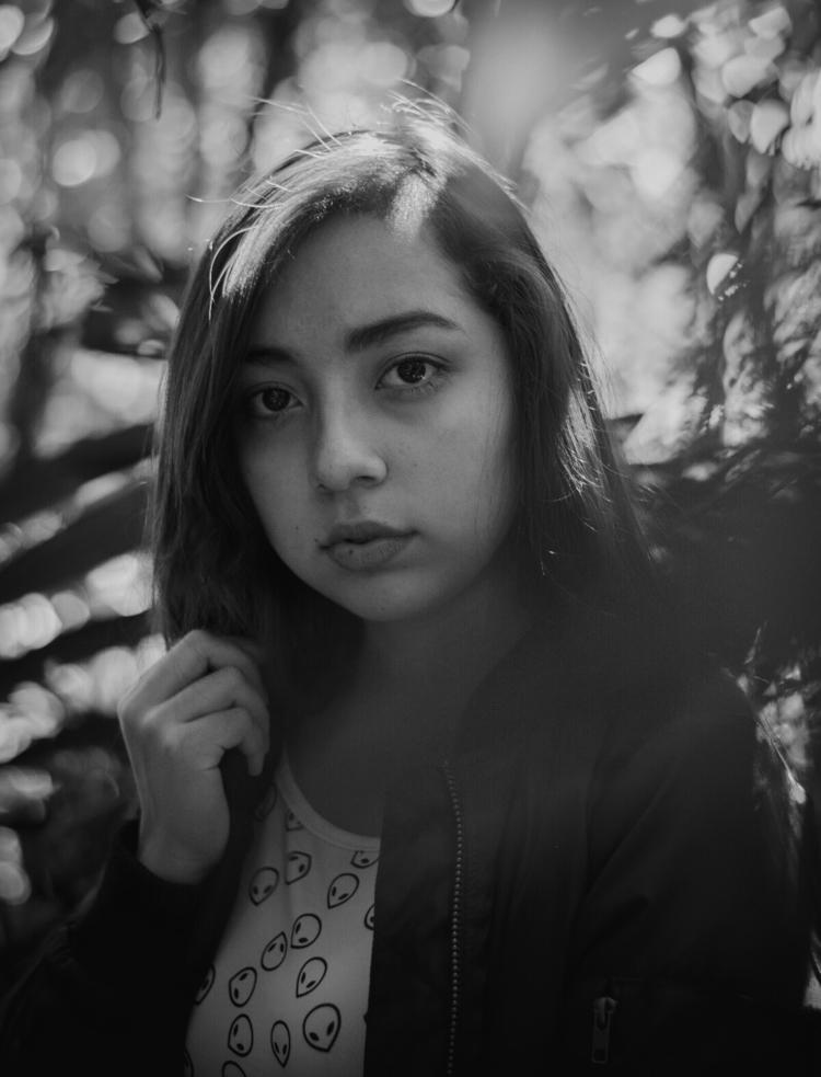 SIN PALABRAS - Portrait - bytopo | ello