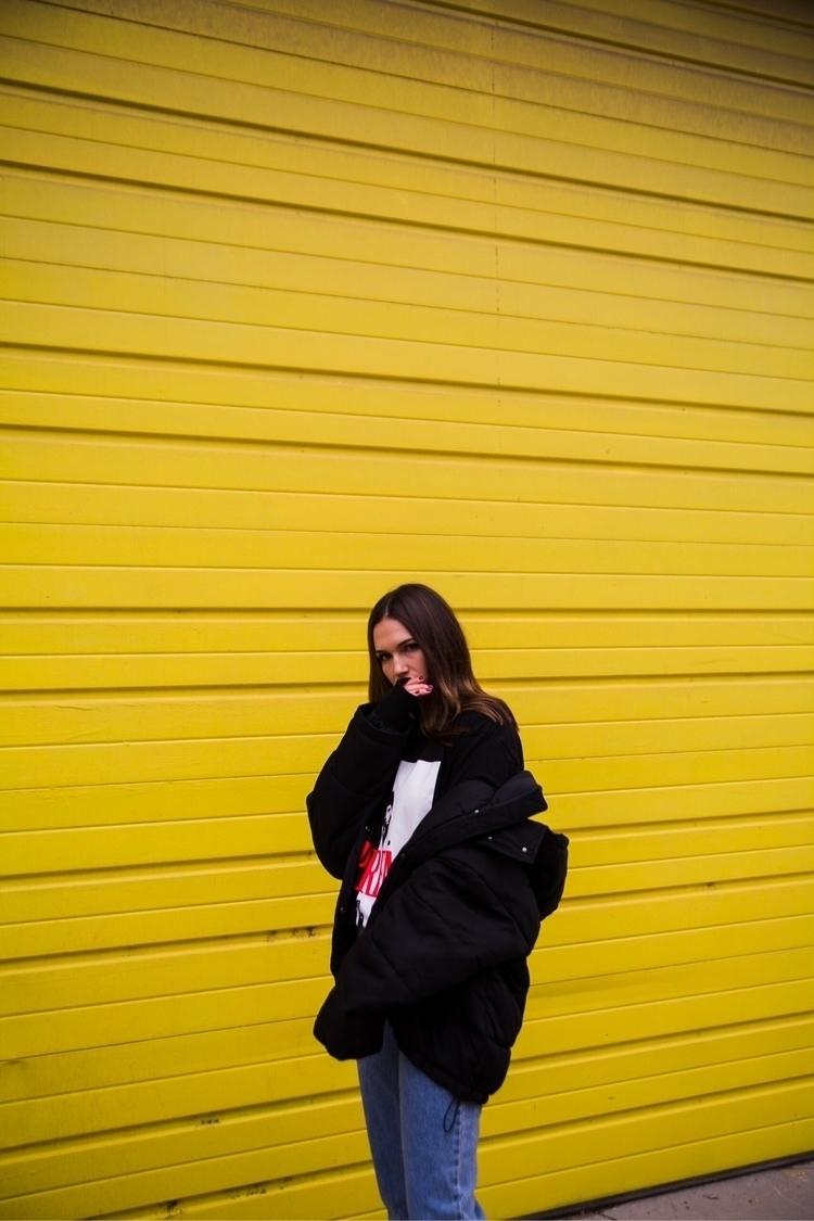 yellow waaaaaaallllll - portrait - jubecha | ello