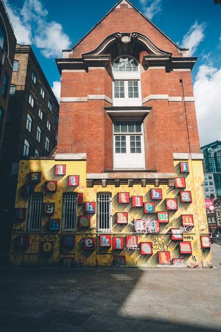light. London - walkslowrunwild   ello
