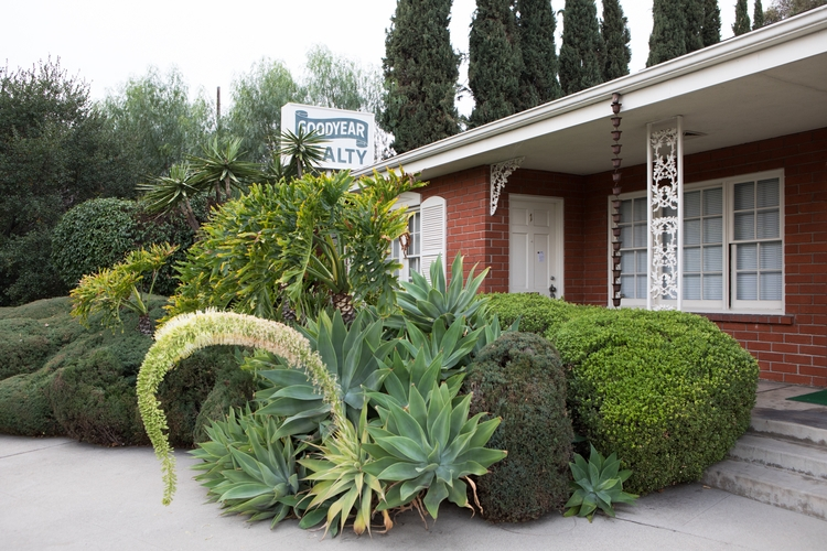Realty Office, Mission St, San  - odouglas | ello