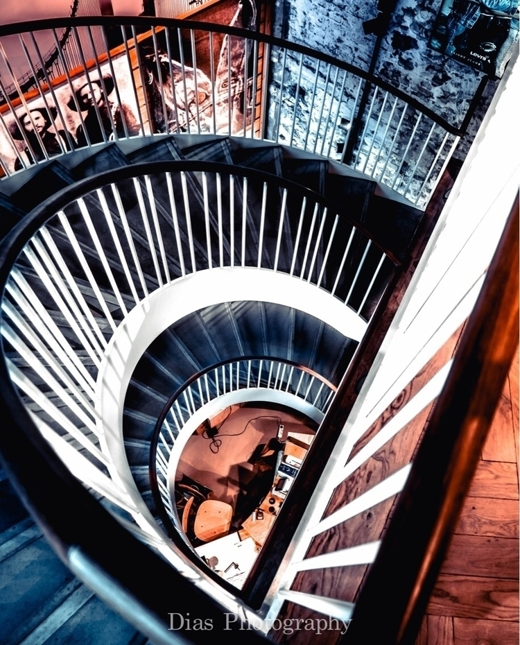 Blue Orange - win - stairs, architecture - pipodias   ello