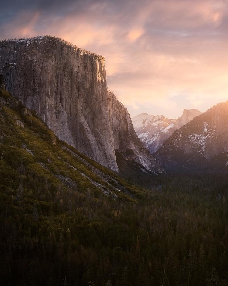 Tunnel View Yosemite NP  - yosemite - mindzeye | ello