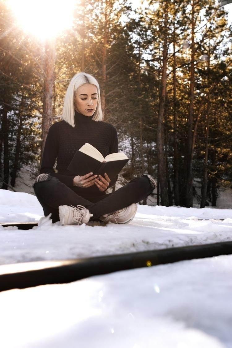 READING SOUL :snowflake - girl, book - kiif_photo | ello