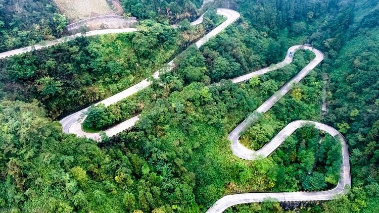 endless Slalom road leading Tia - shutterstalk | ello