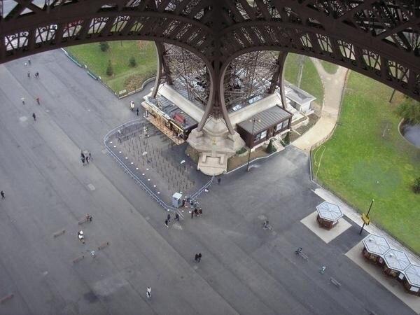 Eiffel Tower 2001. photography  - alex_e_photo   ello
