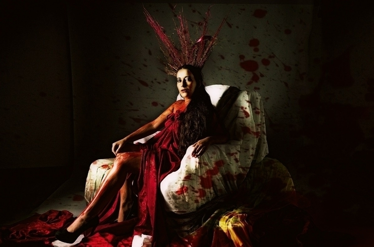 Blood Queen Photographer: Javie - siildivina | ello