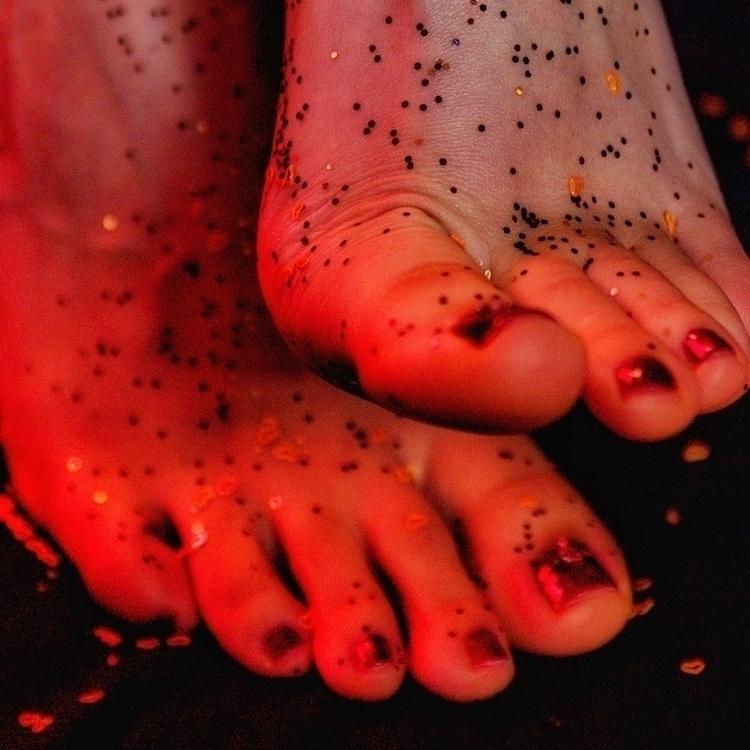 Scattered Sparkles - footfetish - gorgeousfeetpics   ello