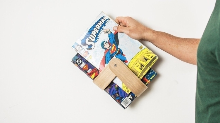 Comic books waiting turn read.  - oitenta | ello