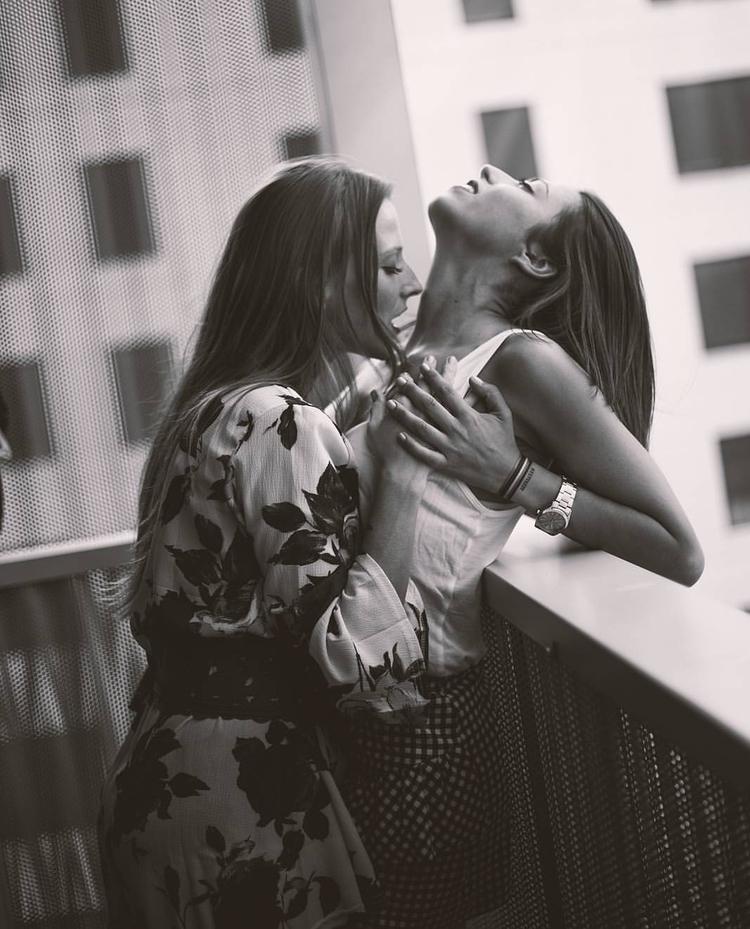 El amor - portrait, girl, lesbian - fotografiadl | ello