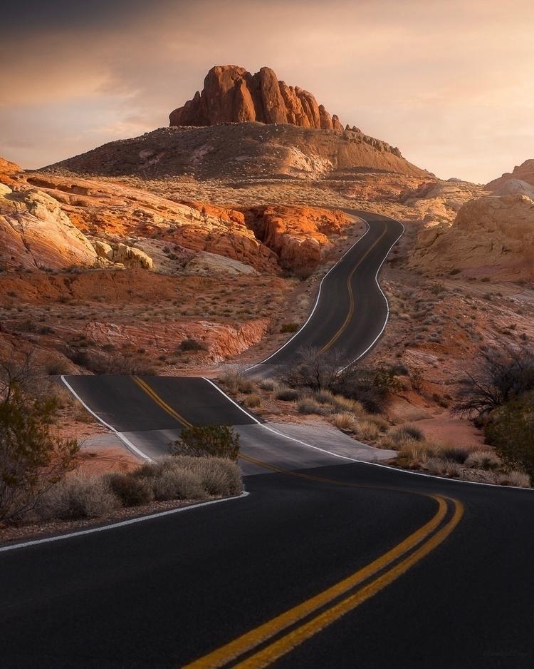 road top straight  - travel, desert - mindzeye | ello