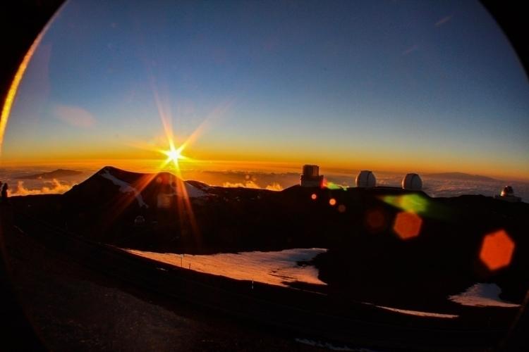 Hawaii, BigIsland, MaunaKeaObservatory - _chrismartin | ello