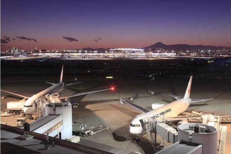 10 International Airports - antonkosheluk | ello