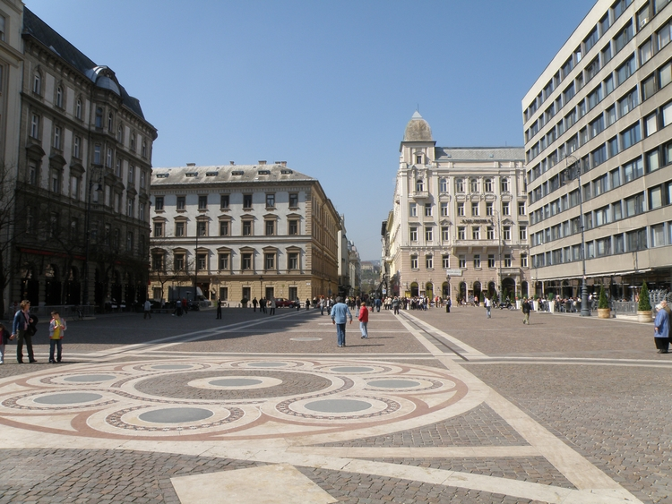 Holidays Budapest - valentynstar | ello
