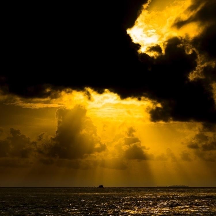 Maldivian sunsets mind blowing - paugonzalez | ello