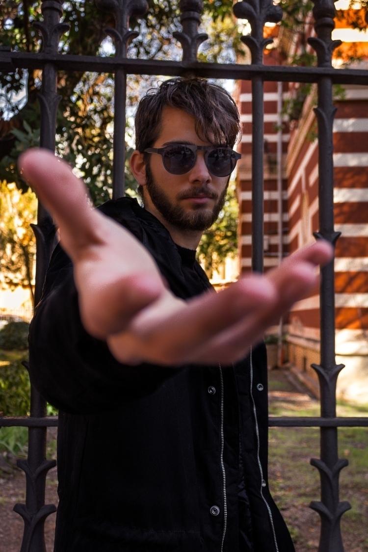 Helping Hand - Portrait, Barcelona - mariusbphoto | ello