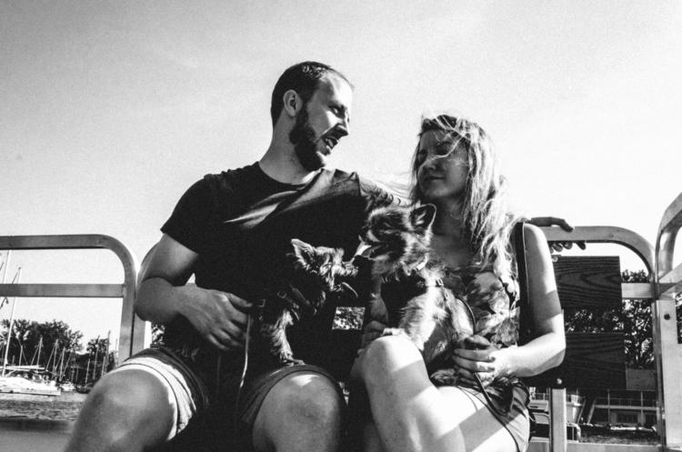 Puppy love - candid, romance, streetphotography - boenau | ello