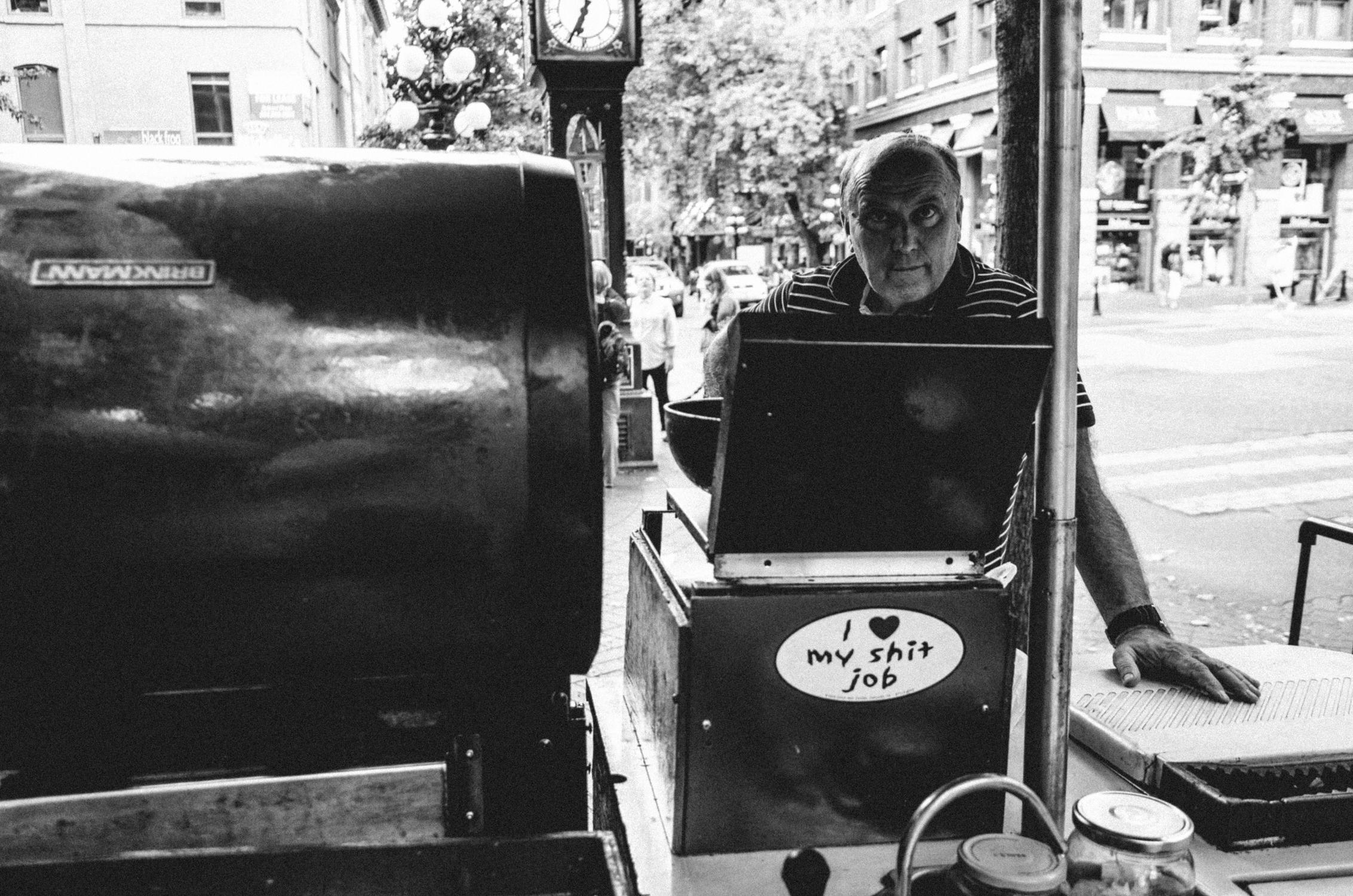 love shit job - urban, streetphotography - boenau | ello