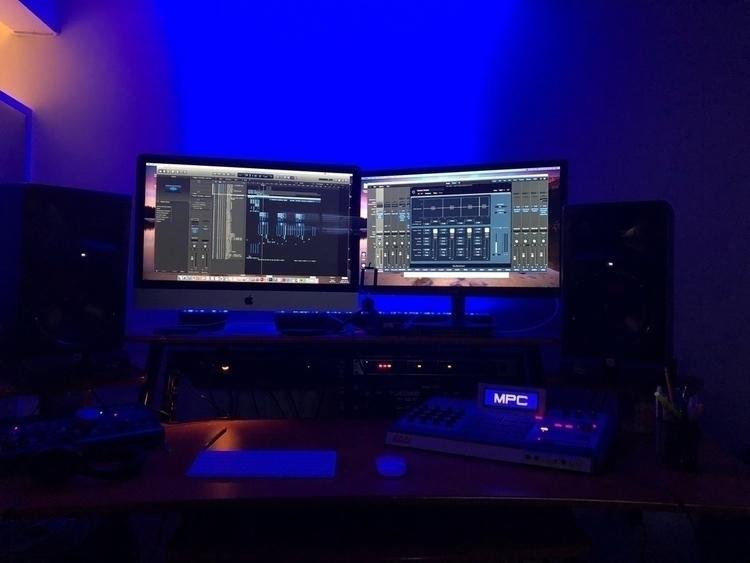 Studio - iamodysee   ello