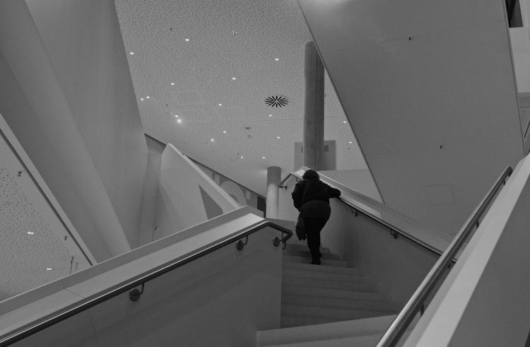 Stairs ages hobbyist black whit - thanospal | ello