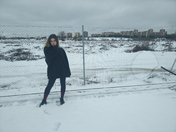 Nieve fugaz en Madrid - snow, girl - dania_sgh | ello